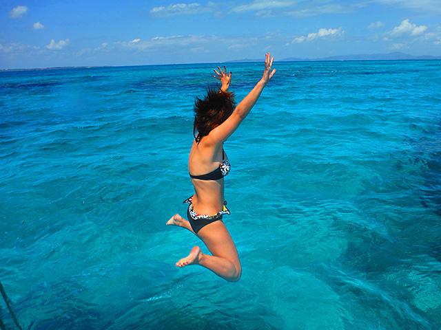 パナリ島の海にダイブ
