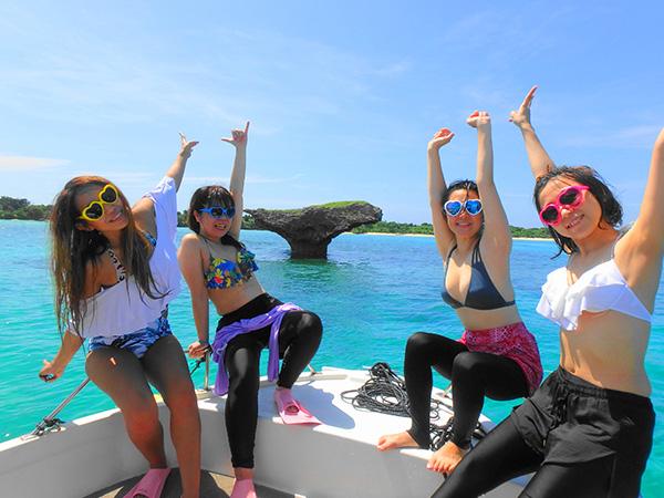 女子旅でパナリ島へ向かう