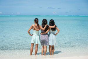 石垣島のビーチで女子旅撮影