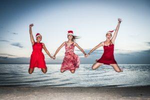 みんなで砂浜でジャンプ!