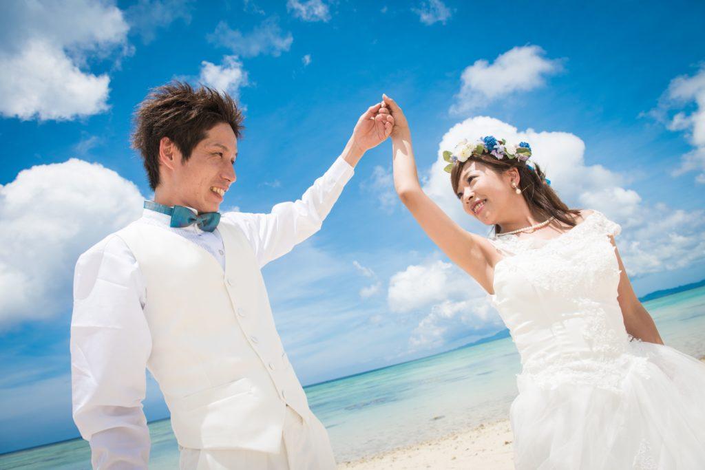 石垣島の海でウェディングフォト撮影