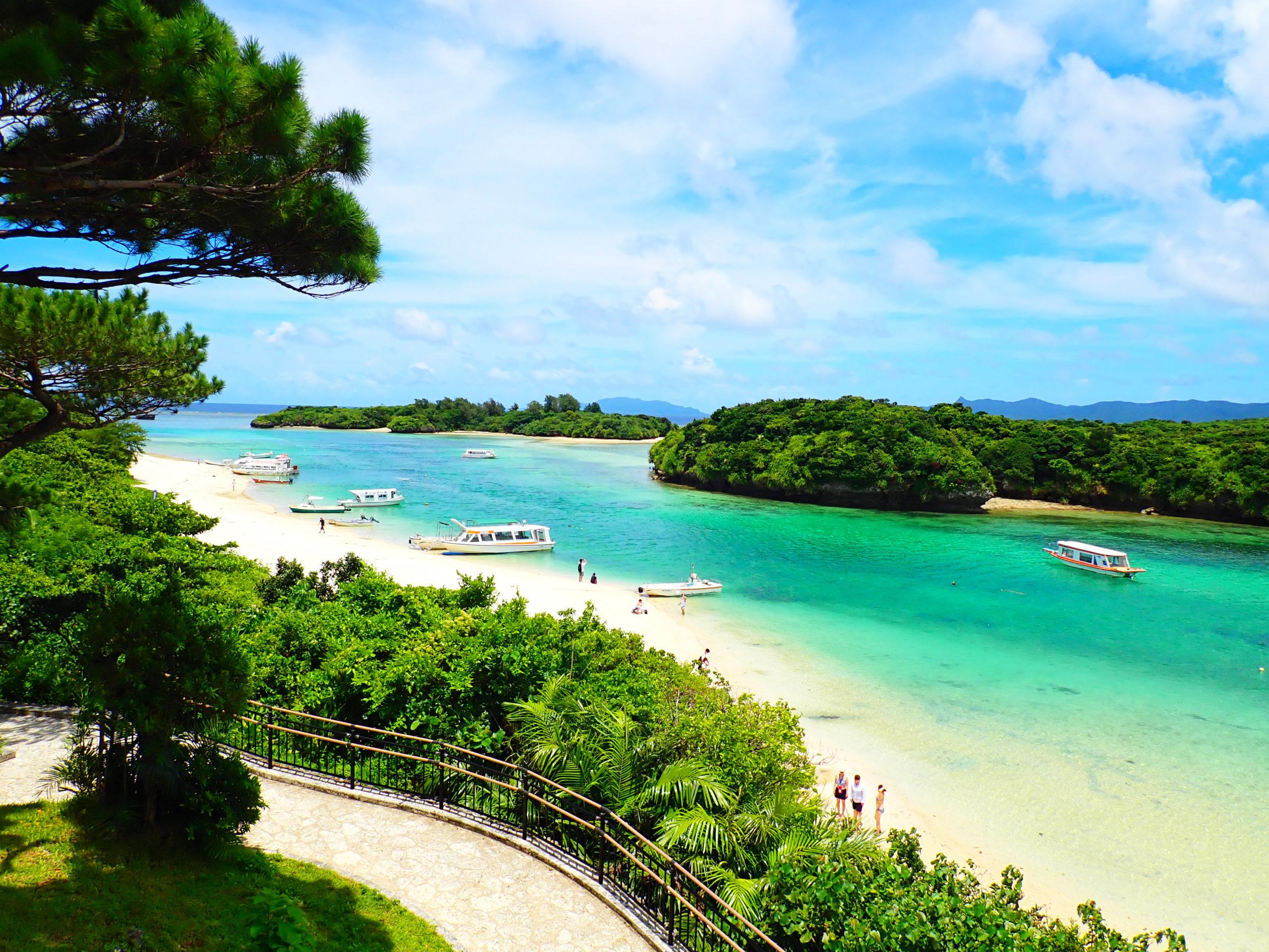 石垣島観光、川平湾、エメラルドグリーンの海