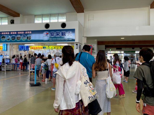 安栄観光チケット売り場の行列