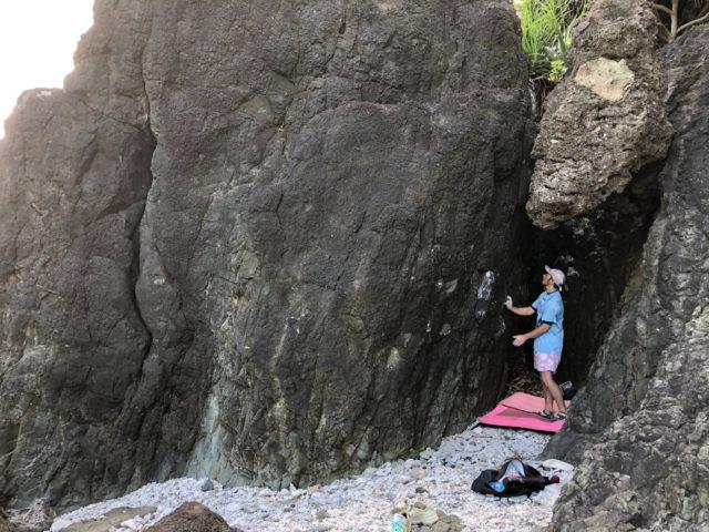 石垣島の海岸沿い、自然の岩でボルダリング!(No.488)※写真待ち