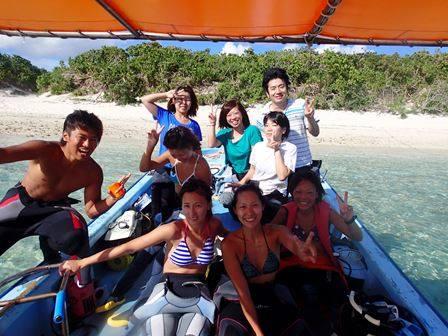 石垣島のダイビングにて、船の上で記念撮影