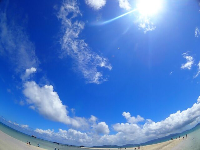 幻の島ときれいな海と空
