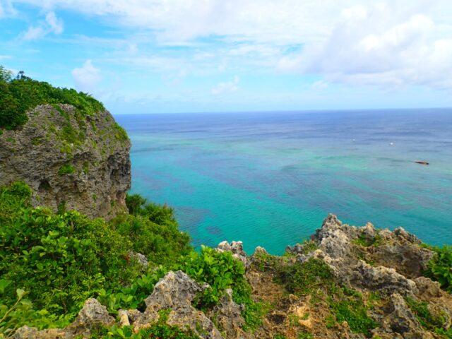 伊良部島 イグアナ岩