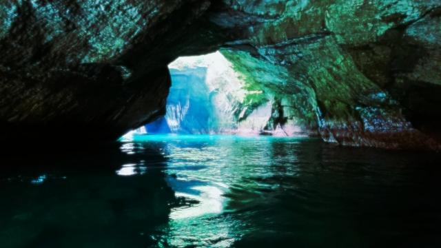 伊豆 青の洞窟